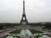 I francesi fanno follie per una casa a Parigi
